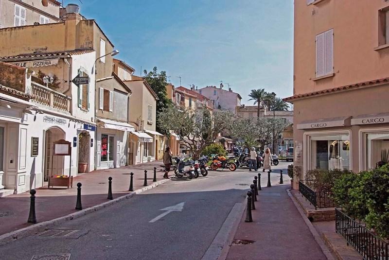 Place de la Garonne St Tropez