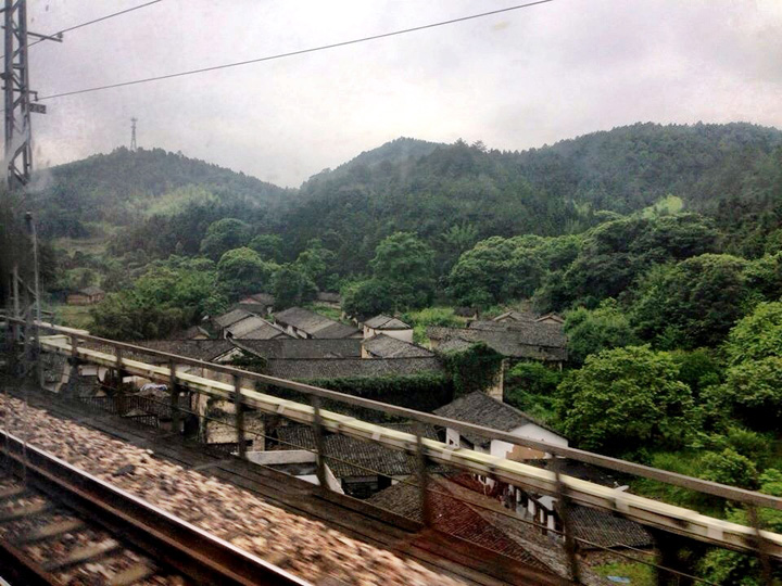 China train Yellow Mountain 3