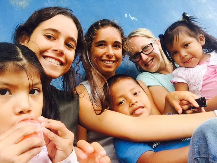 Carolina Gonçalves Give and Surf volunteers