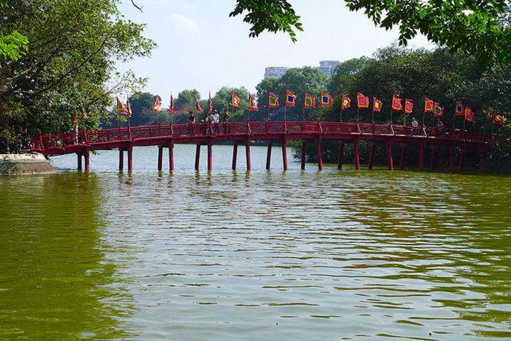Flickr Madeleine Deaton Hoan Kiem Lake Hanoi North Vietnam