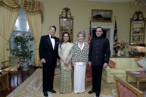 President Ronald Reagan, Sonia Gandhi, First Lady Nancy Reagan and Prime Minister Rajiv Gandhi, during a state dinner for Prime Minister Gandhi. June 1985.