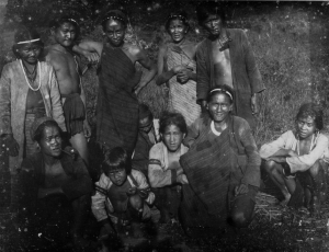 Aborigines inhabited the island, they had closer links to: Filipinos, Malays, and Indonesians. Ethnically, they had no ties to the Chinese.